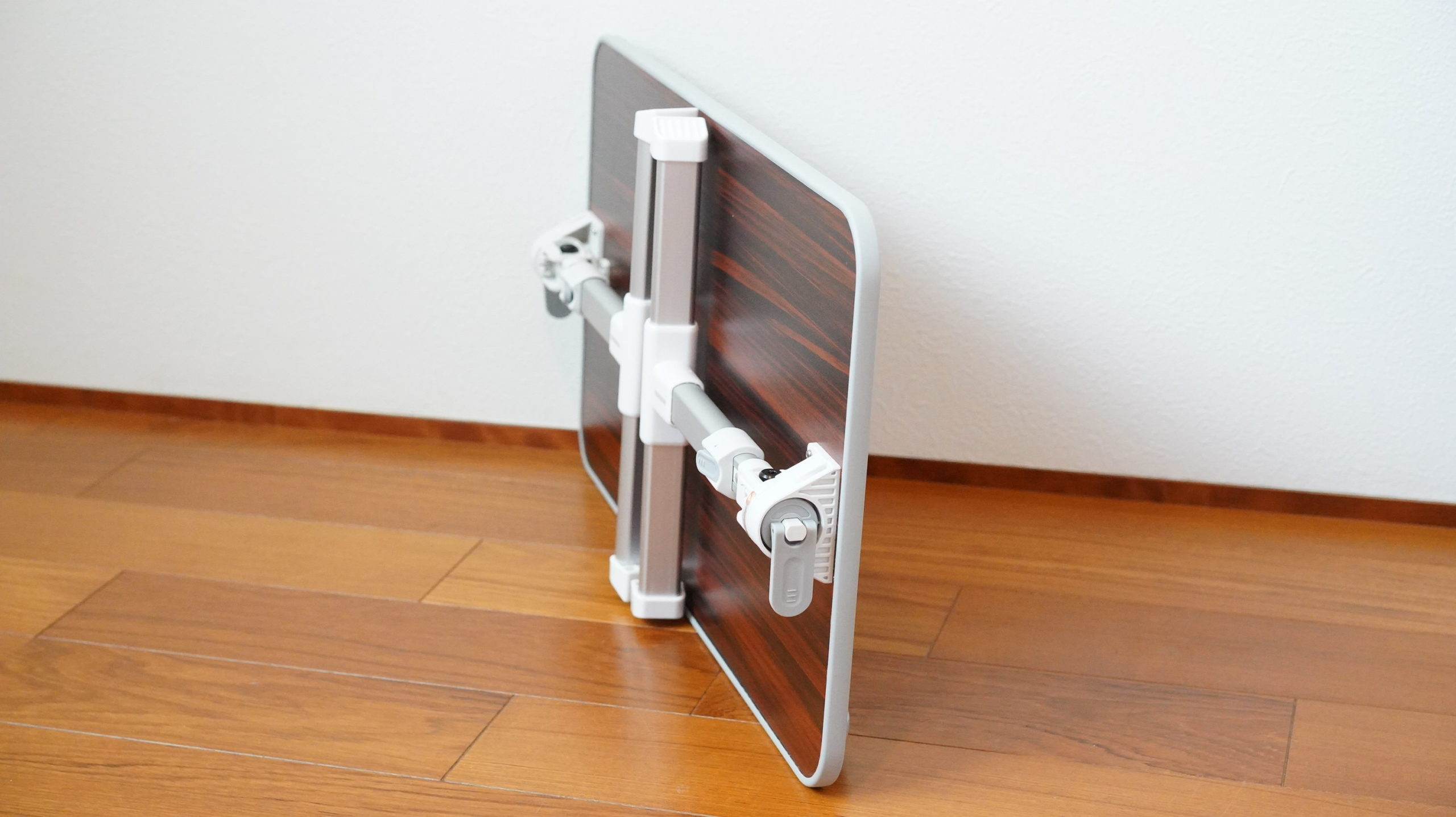 ソファやベッドでパソコン(ノートPC)の作業を姿勢良く行い、膝での作業をなくす最適なテーブル・スタンド16