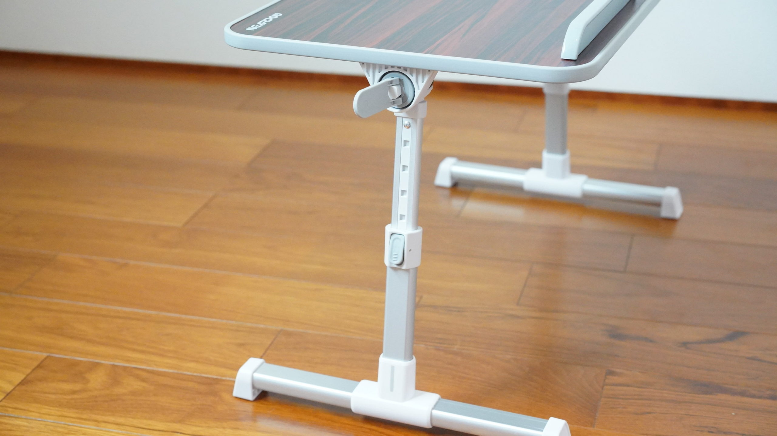 ソファやベッドでパソコン(ノートPC)の作業を姿勢良く行い、膝での作業をなくす最適なテーブル・スタンド13